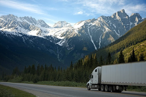expedited-shipping-truck-shipment